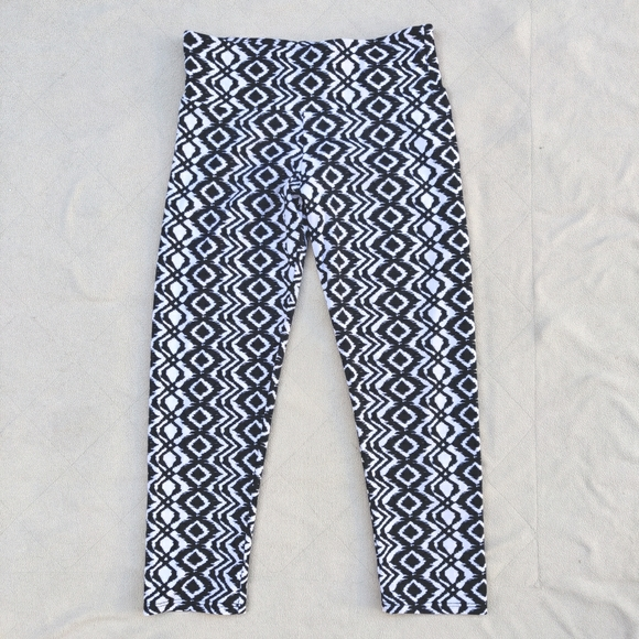 Onzie Cropped All Over Abstract Print Leggings